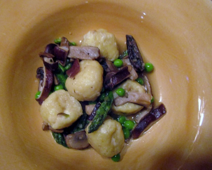 Gnudi with parmesan broth, mushrooms, asparagus and peas